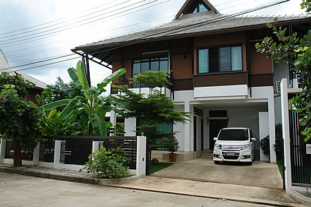 House with pool for sale in Hang Dong
