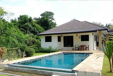 bungalow with pool for sale in San Sai