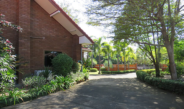 bungalow with pool for sale in Mae On