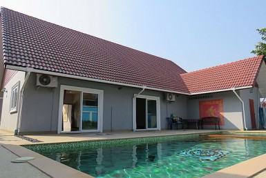 home with pool for sale in Doi Saket