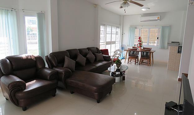 3 BR house for rent along San Kamphaeng Road