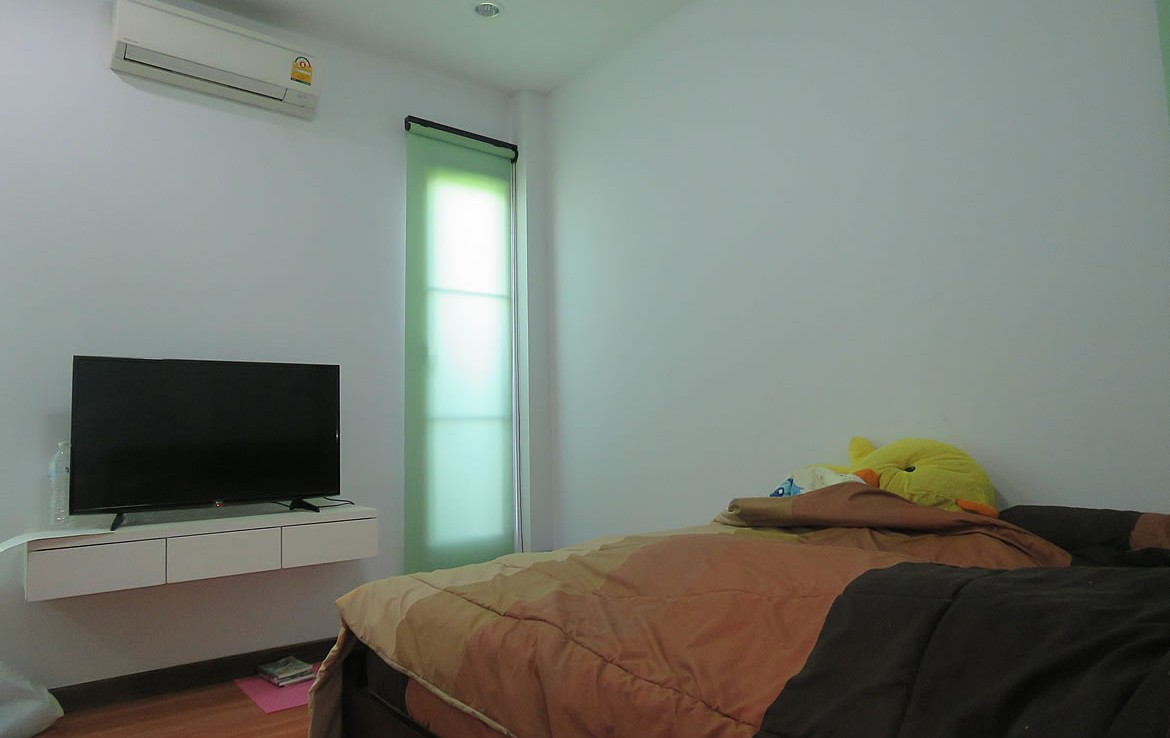 home with guesthouse for sale in the city