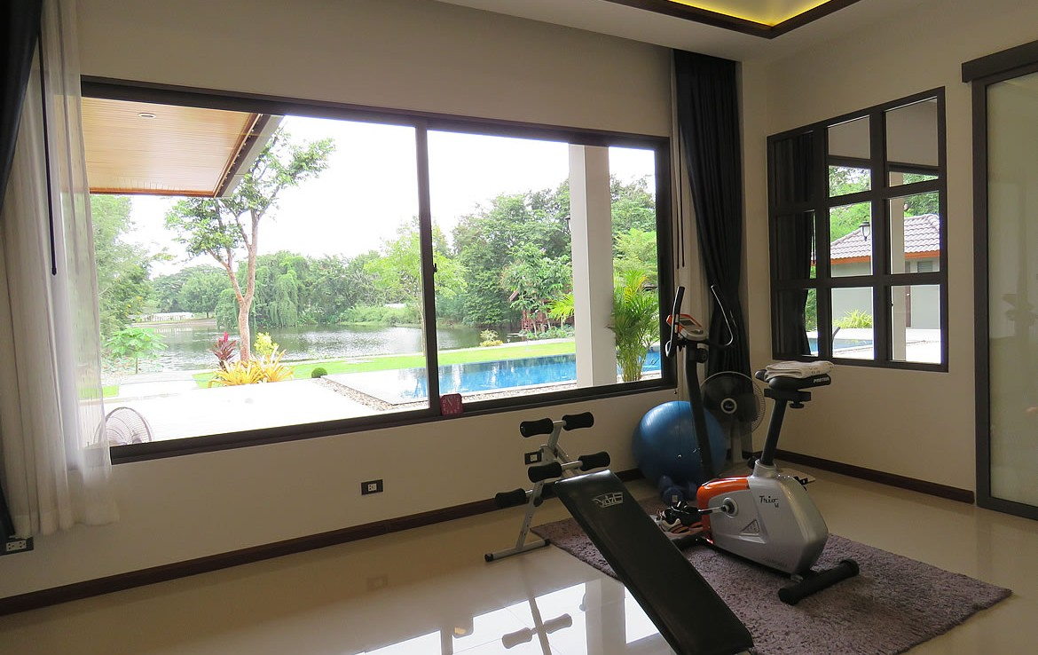 Lake front with pool for sale in Hang Dong